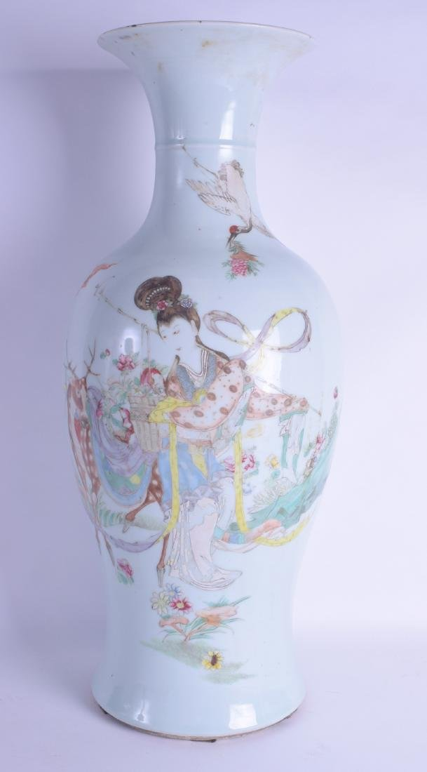 A LARGE EARLY 20TH CENTURY CHINESE FAMILLE ROSE