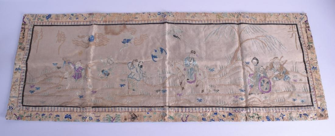 AN EARLY 20TH CENTURY CHINESE SILK WORK PANEL depicting