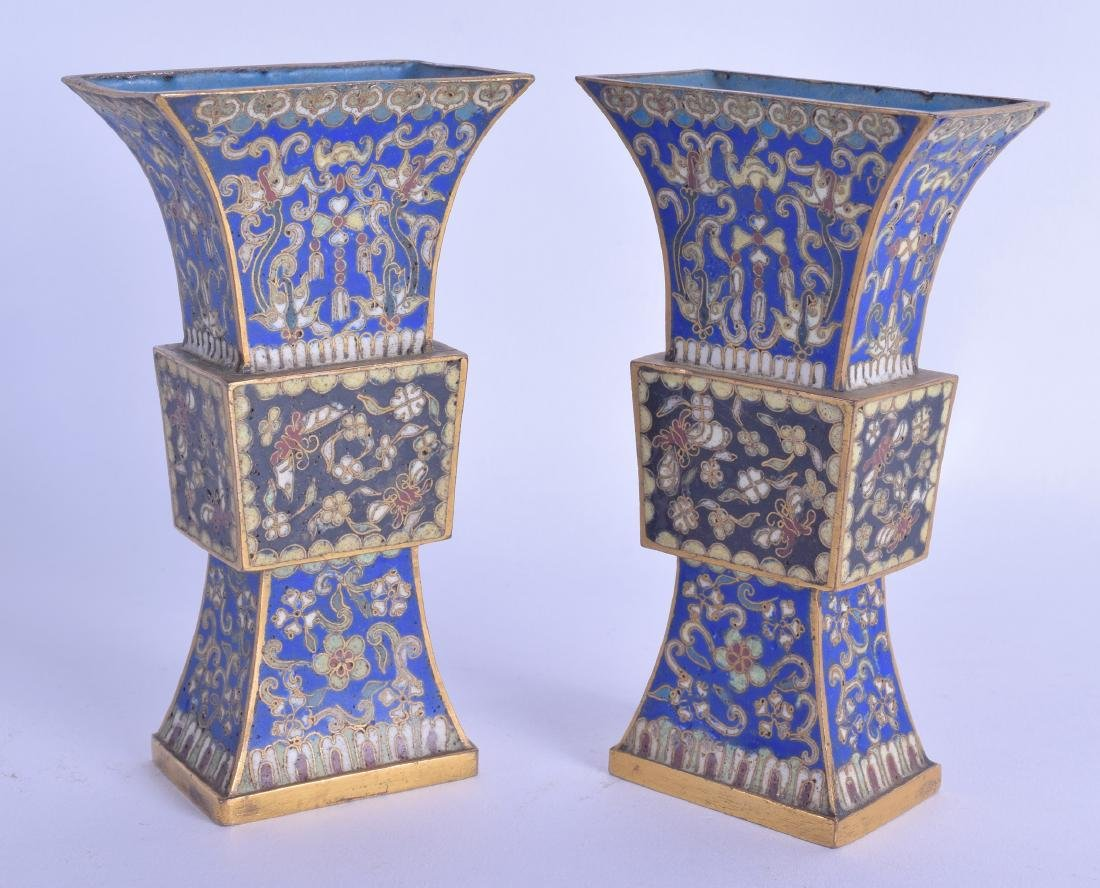 A GOOD PAIR OF LATE 18TH/19TH CENTURY CHINESE CLOISONNE
