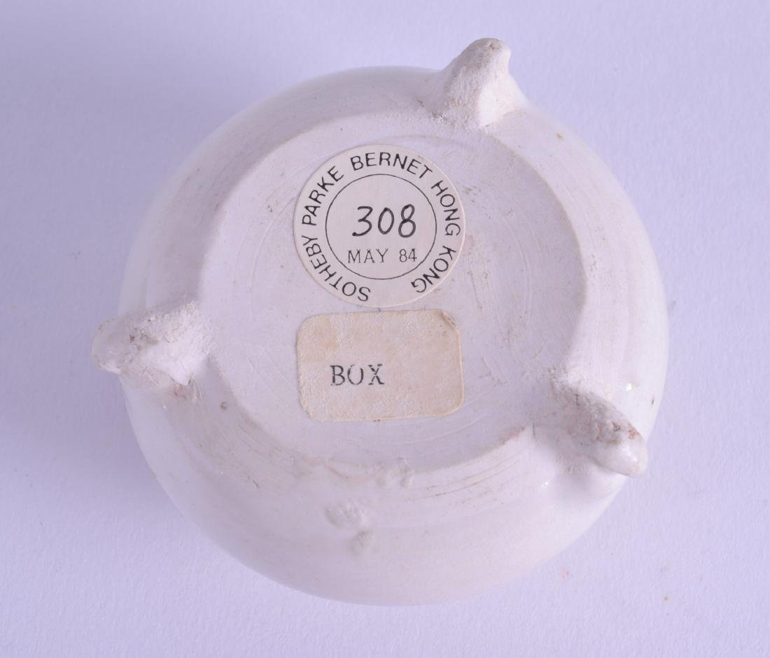 A GOOD EARLY CHINESE BLANC DE CHINE PORCELAIN BRUSH - 3
