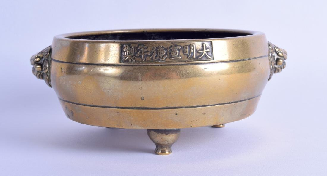 AN 18TH/19TH CENTURY CHINESE BRONZE TWIN HANDLED CENSER