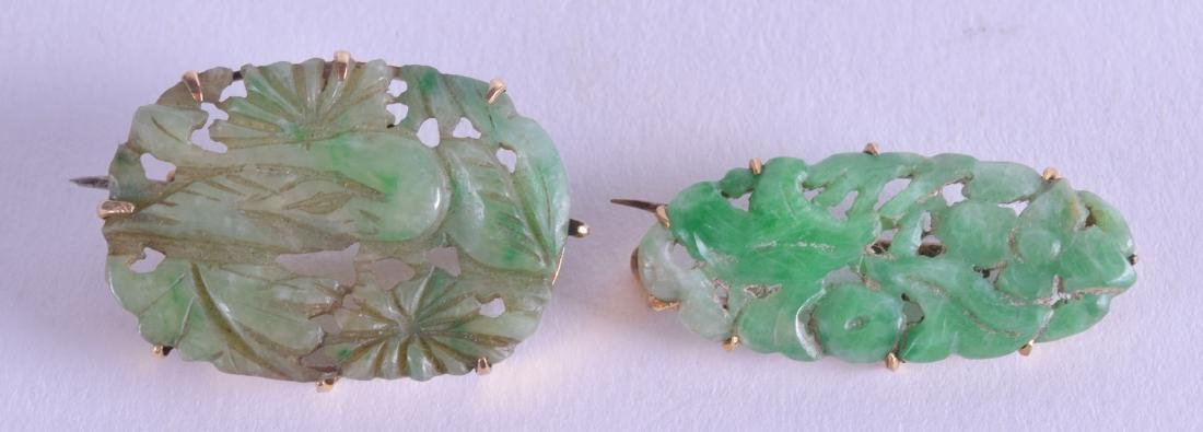 A 19TH CENTURY CHINESE GOLD MOUNTED JADEITE BROOCH