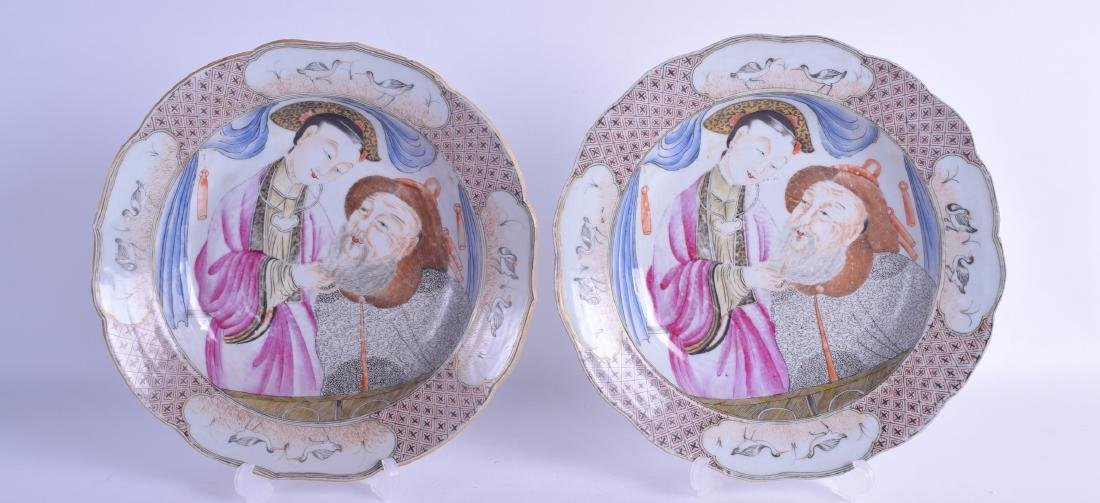 A PAIR OF CHINESE QING DYNASTY FAMILLE ROSE PLATES