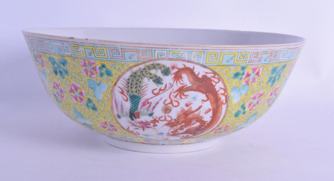 AN EARLY 20TH CENTURY CHINESE FAMILLE JAUNE PORCELAIN