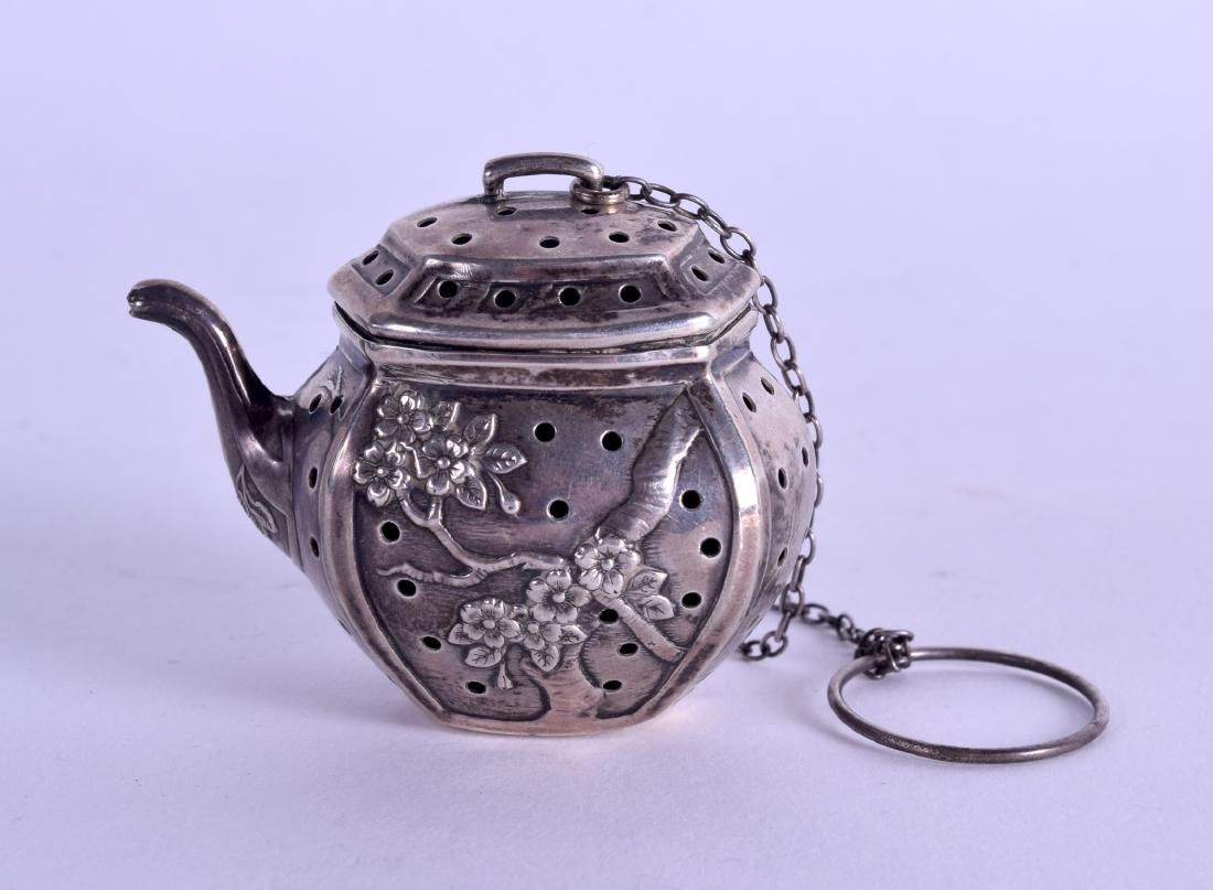 A LATE 19TH CENTURY CHINESE EXPORT SILVER MINIATURE