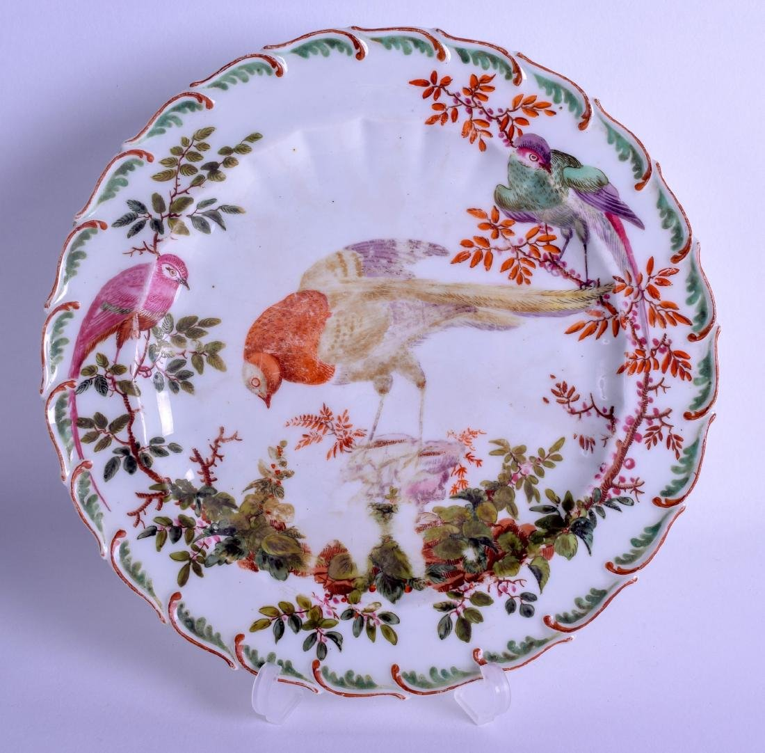 A GOOD 18TH CENTURY CHELSEA PORCELAIN SCALLOPED PLATE