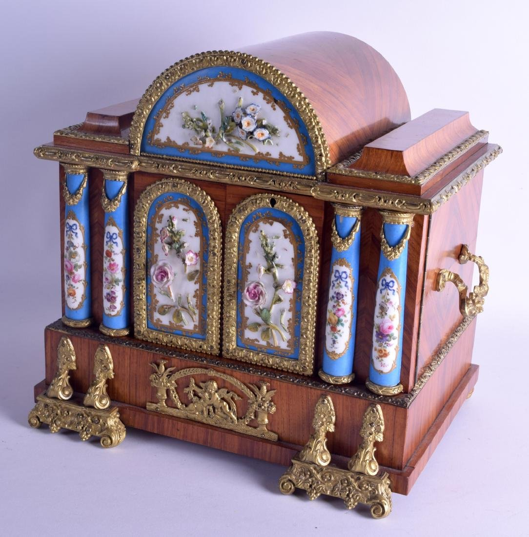 A LOVELY MID 19TH CENTURY FRENCH KINGWOOD ORMOLU AND