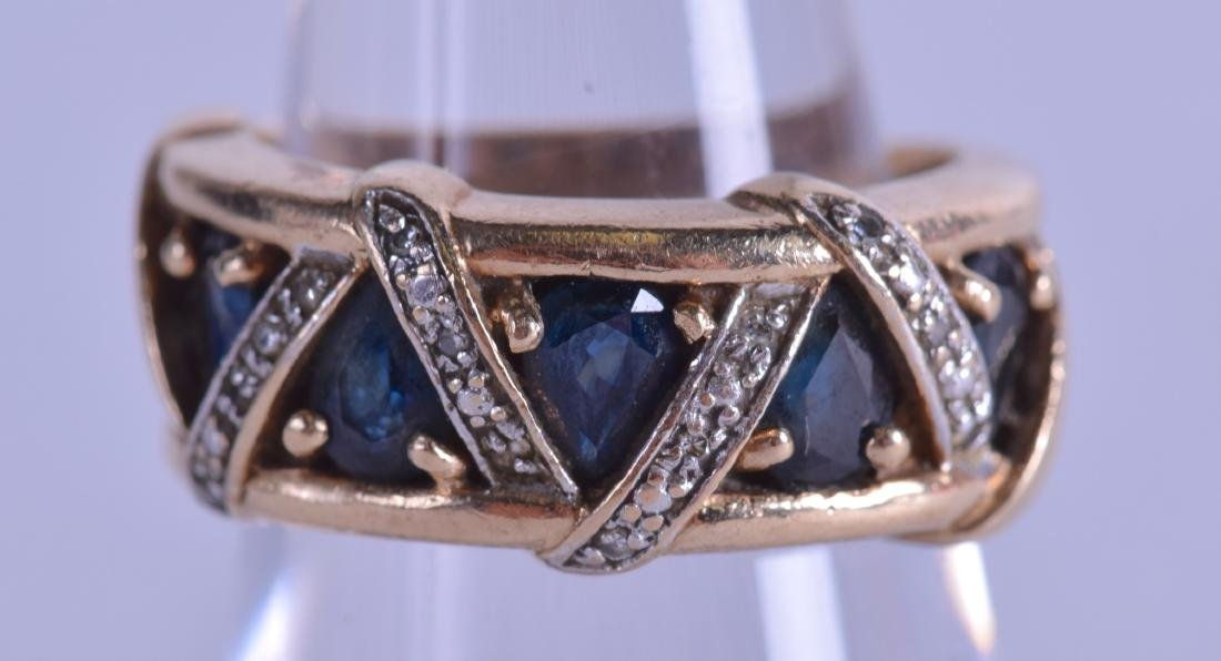 A STYLISH 1950S 9CT GOLD SAPPHIRE AND DIAMOND RING.