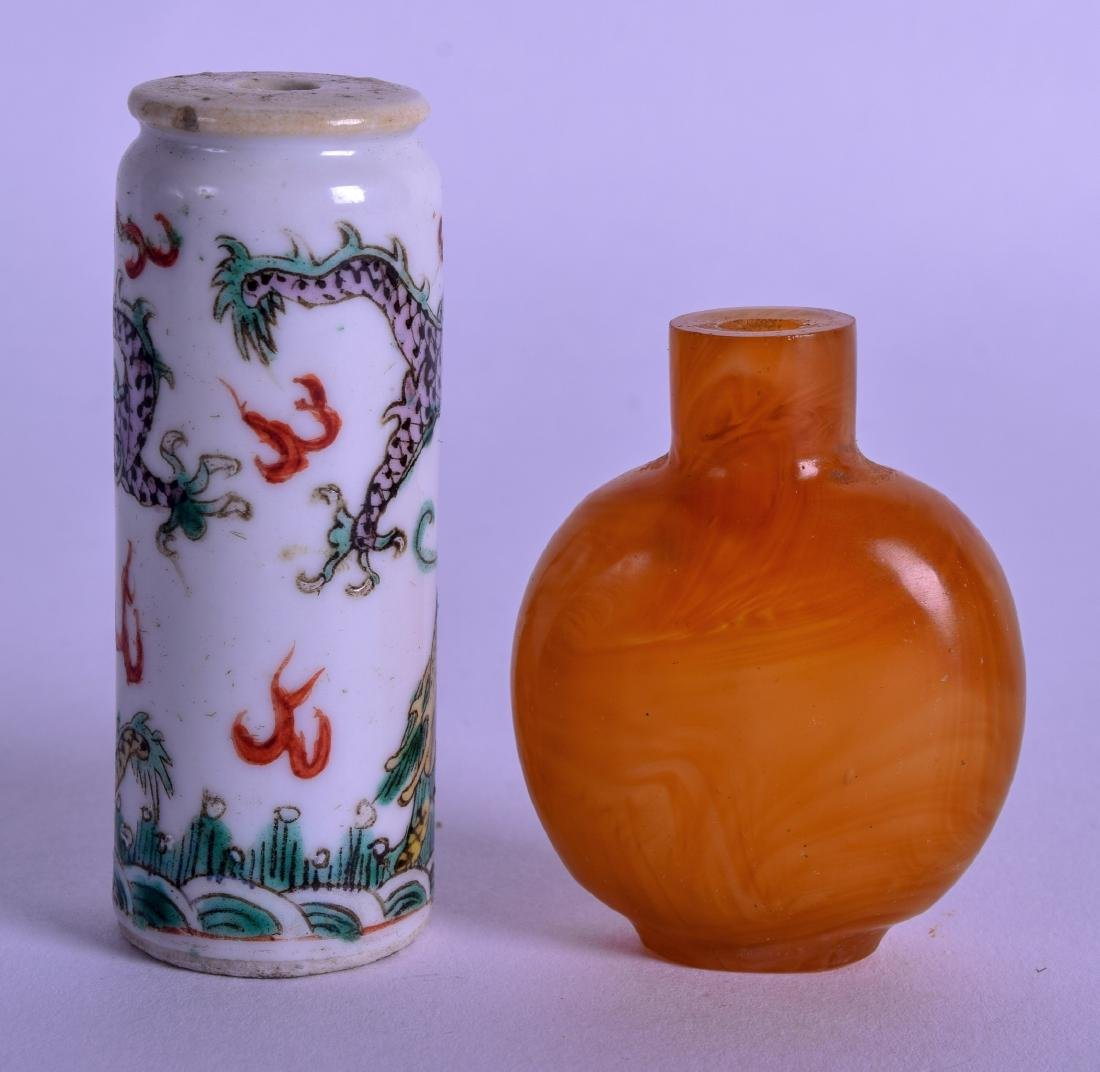 A 19TH CENTURY CHINESE FAMILLE VERTE SNUFF BOTTLE - 2