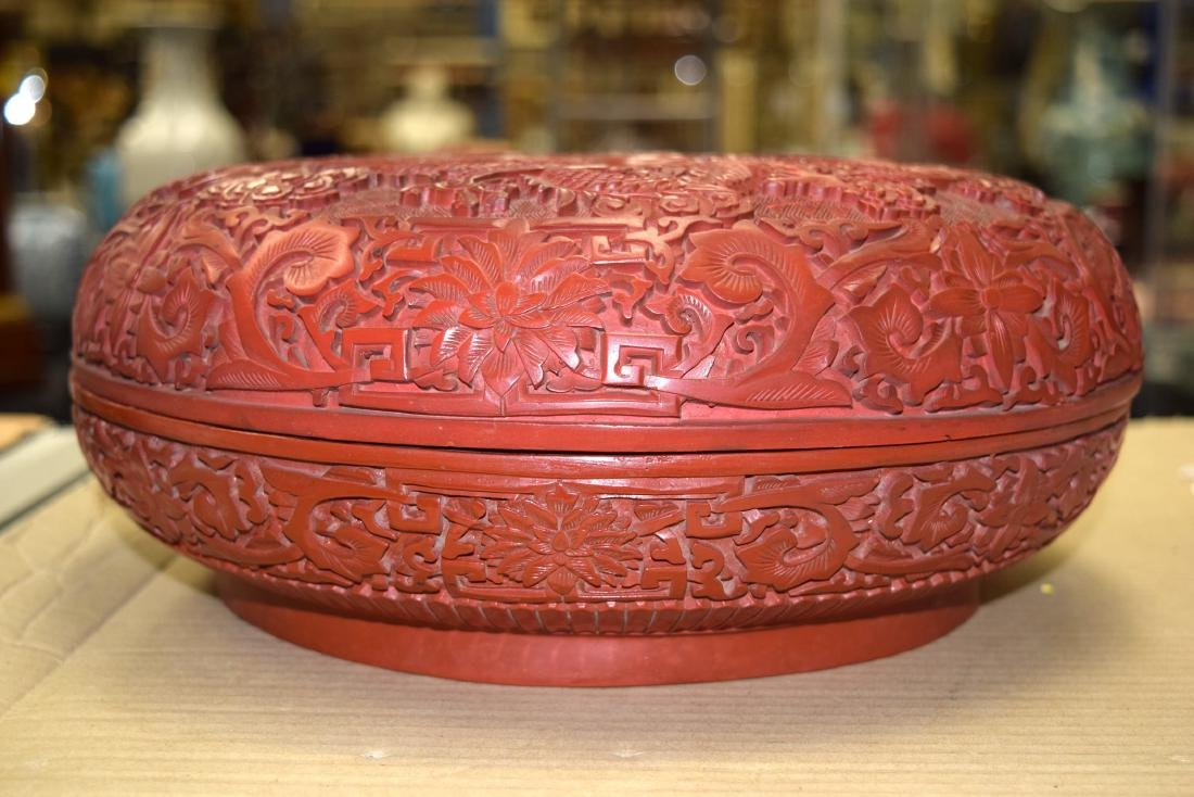 A FINE LARGE CHINESE CARVED CINNABAR LACQUER BOX AND - 8