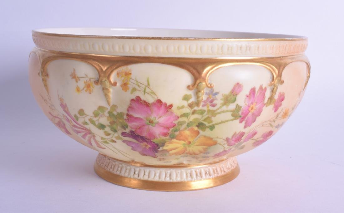 A 19TH CENTURY ROYAL WORCESTER BLUSH IVORY PORCELAIN