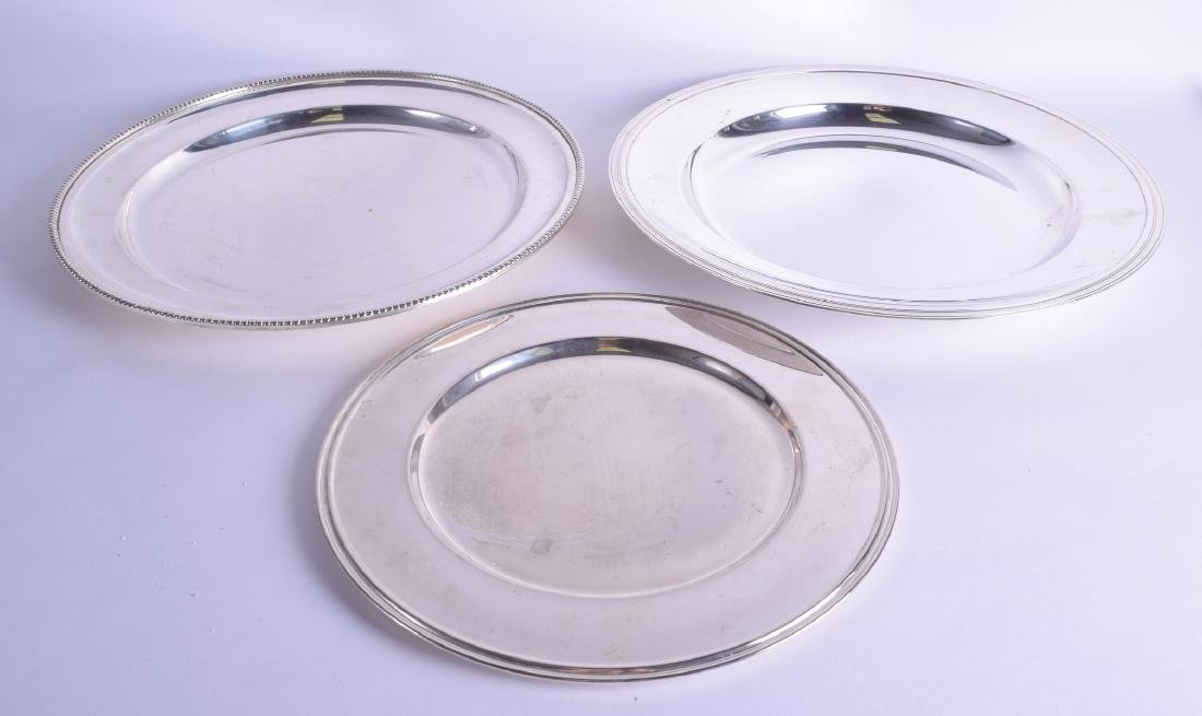 A LARGE FRENCH CHRISTOFLE SILVER PLATED SERVING DISH