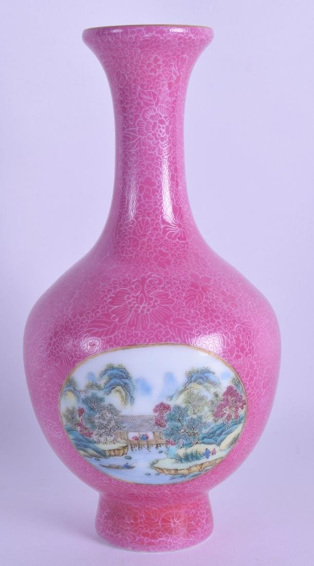 A CHINESE REPUBLICAN PERIOD FAMILLE ROSE PORCELAIN VASE
