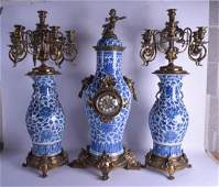 A FINE LARGE EARLY 19TH CENTURY CHINESE BLUE AND WHITE
