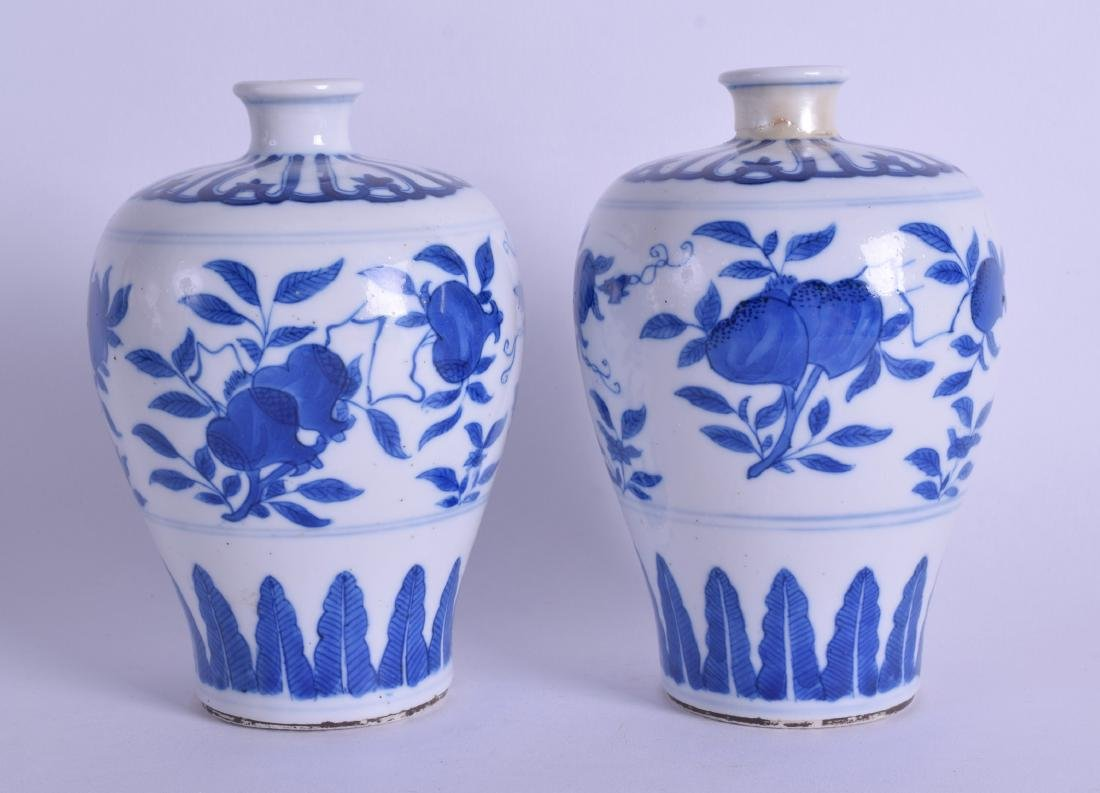 A PAIR OF 18TH CENTURY CHINESE MING STYLE MEIPING