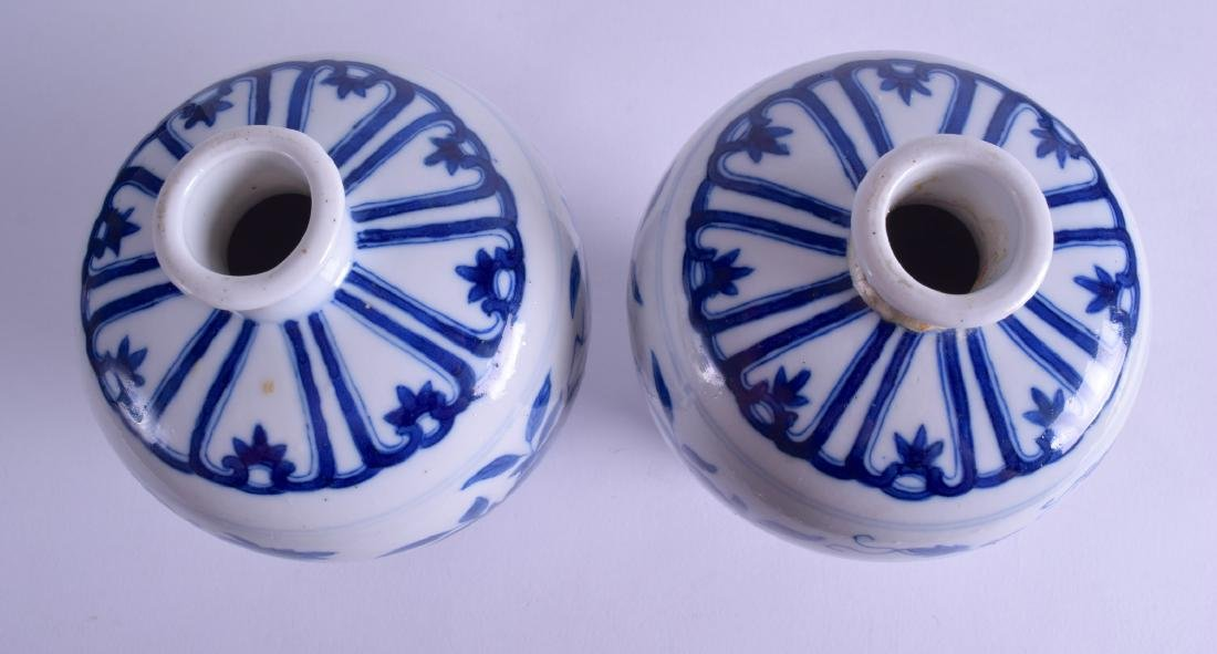 A PAIR OF 18TH CENTURY CHINESE MING STYLE MEIPING - 3