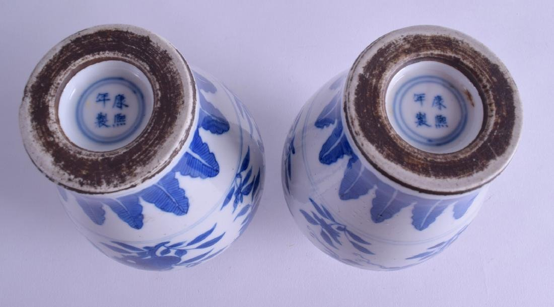 A PAIR OF 18TH CENTURY CHINESE MING STYLE MEIPING - 4