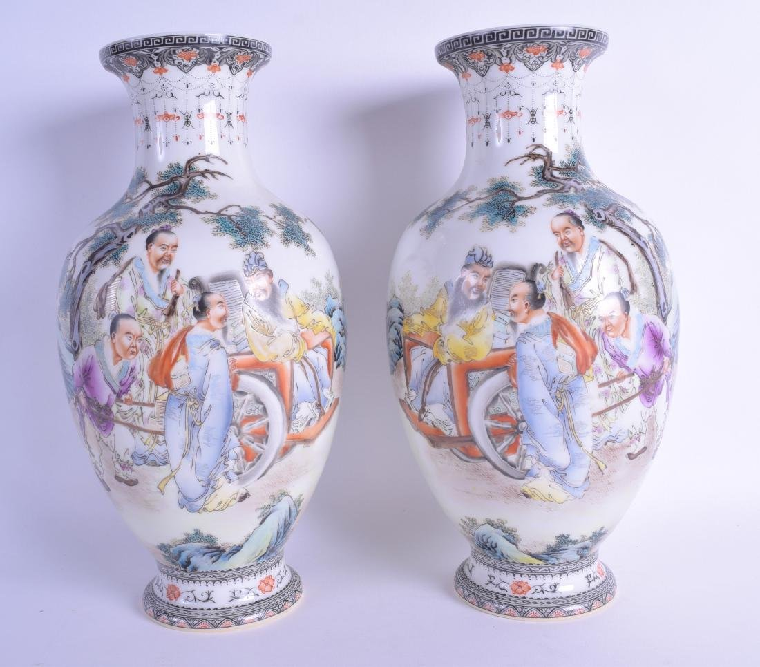 A PAIR OF CHINESE REPUBLICAN FAMILLE ROSE PORCELAIN
