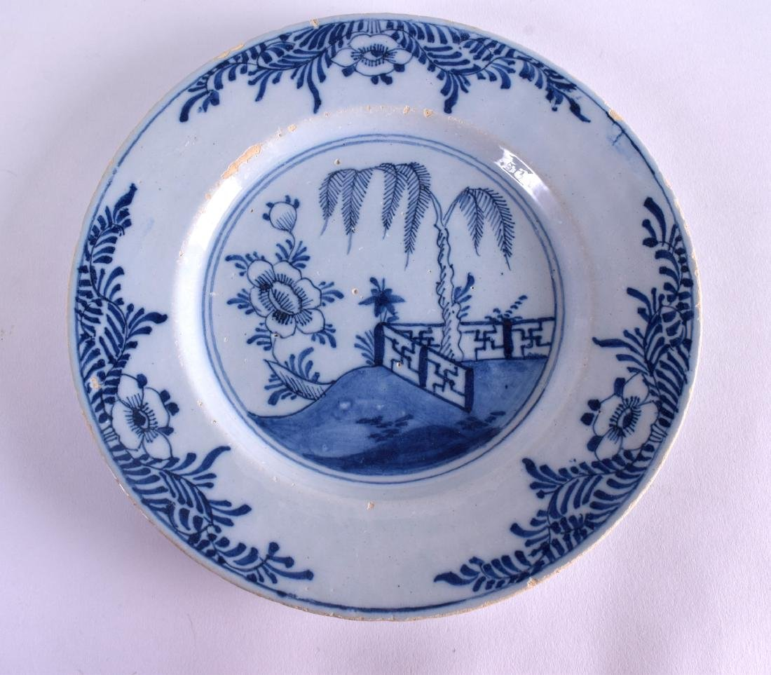 AN 18TH CENTURY DELFT BLUE AND WHITE CIRCULAR TIN