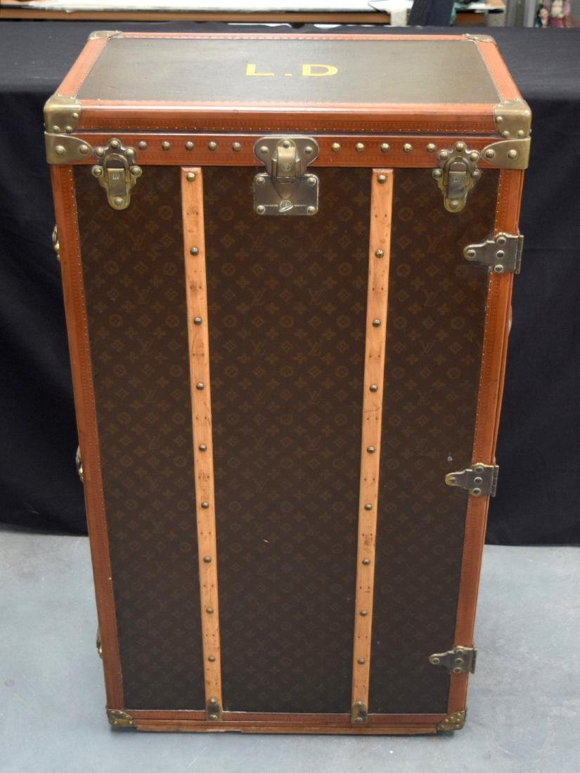 A LOVELY LARGE LOUIS VUITTON TRAVELLING WARDROBE TRUNK