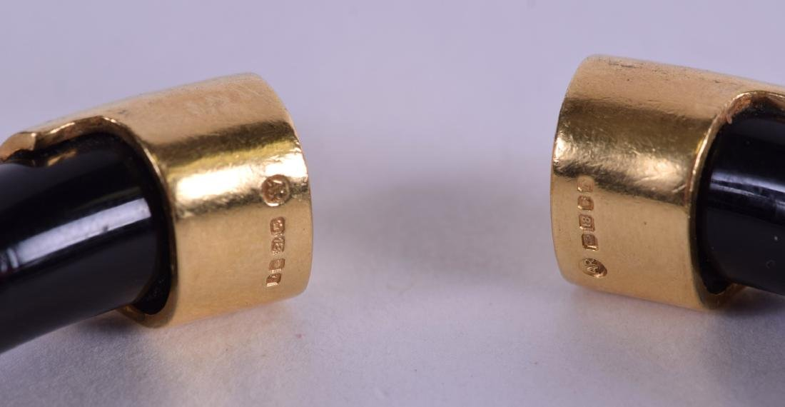 A GOOD 18CT GOLD AND HORN BRACELET. 8.5 cm wide. - 2