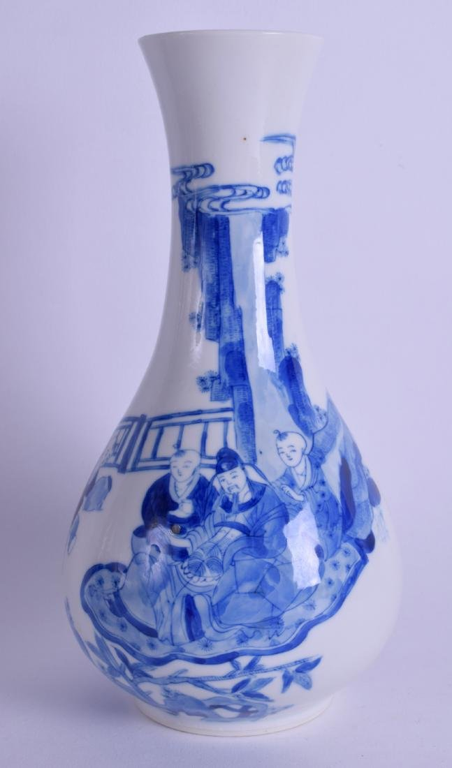 A 17TH/18TH CENTURY CHINESE BLUE AND WHITE PORCELAIN