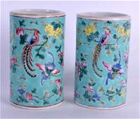 A PAIR OF EARLY 20TH CENTURY CHINESE STRAITS PORCELAIN