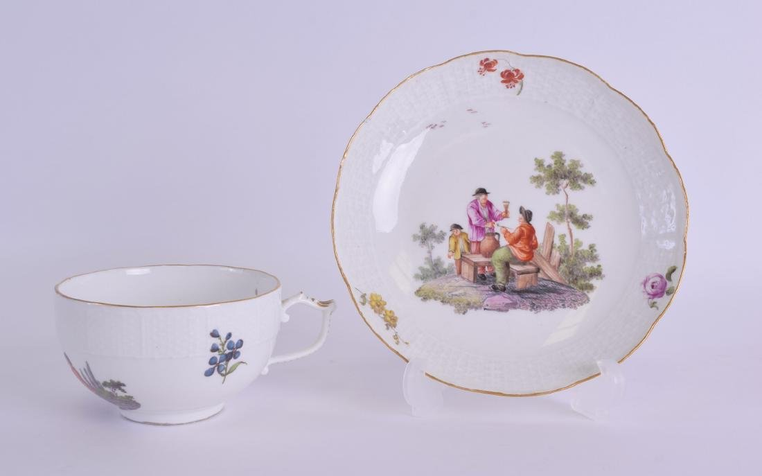 AN 18TH/19TH CENTURY MEISSEN PORCELAIN TEACUP AND