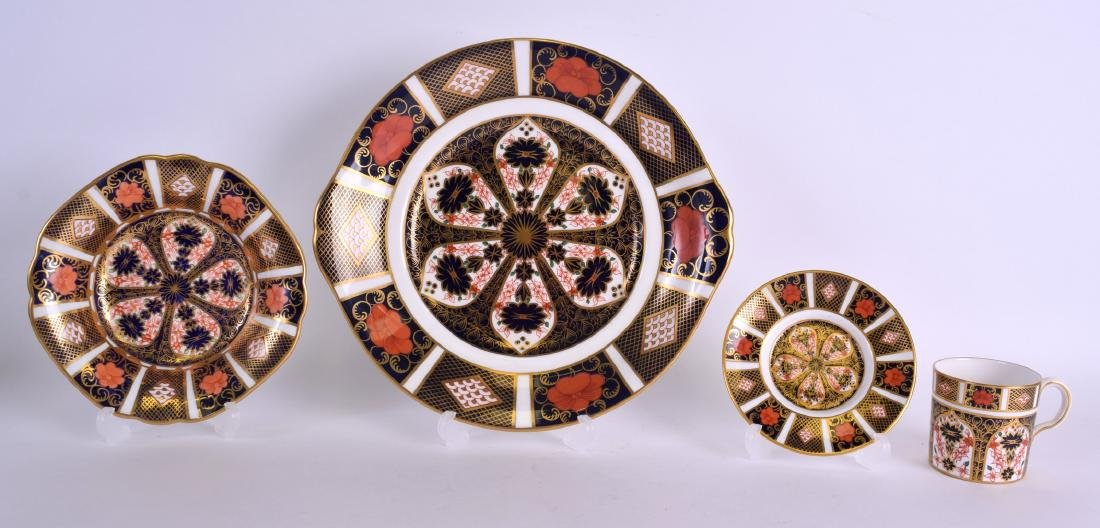 A ROYAL CROWN DERBY IMARI TWIN HANDLED DISH together