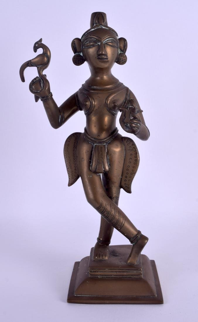 AN 18TH CENTURY INDIAN BRONZE FIGURE OF A STANDING