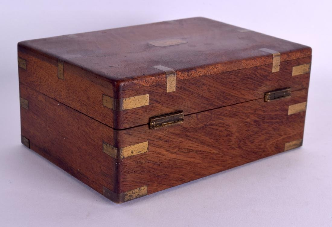 A MID 19TH CENTURY MAHOGANY BRASS BOUND PISTOL BOX with - 2