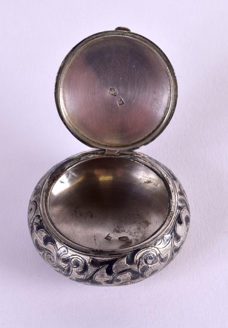 A SMALL 19TH CENTURY RUSSIAN SILVER NIELLO BOX AND - 5