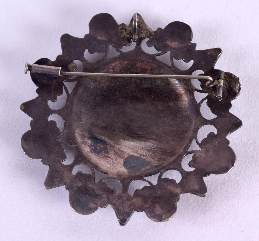 A 19TH CENTURY MIDDLE EASTERN ISLAMIC SILVER BROOCH - 2