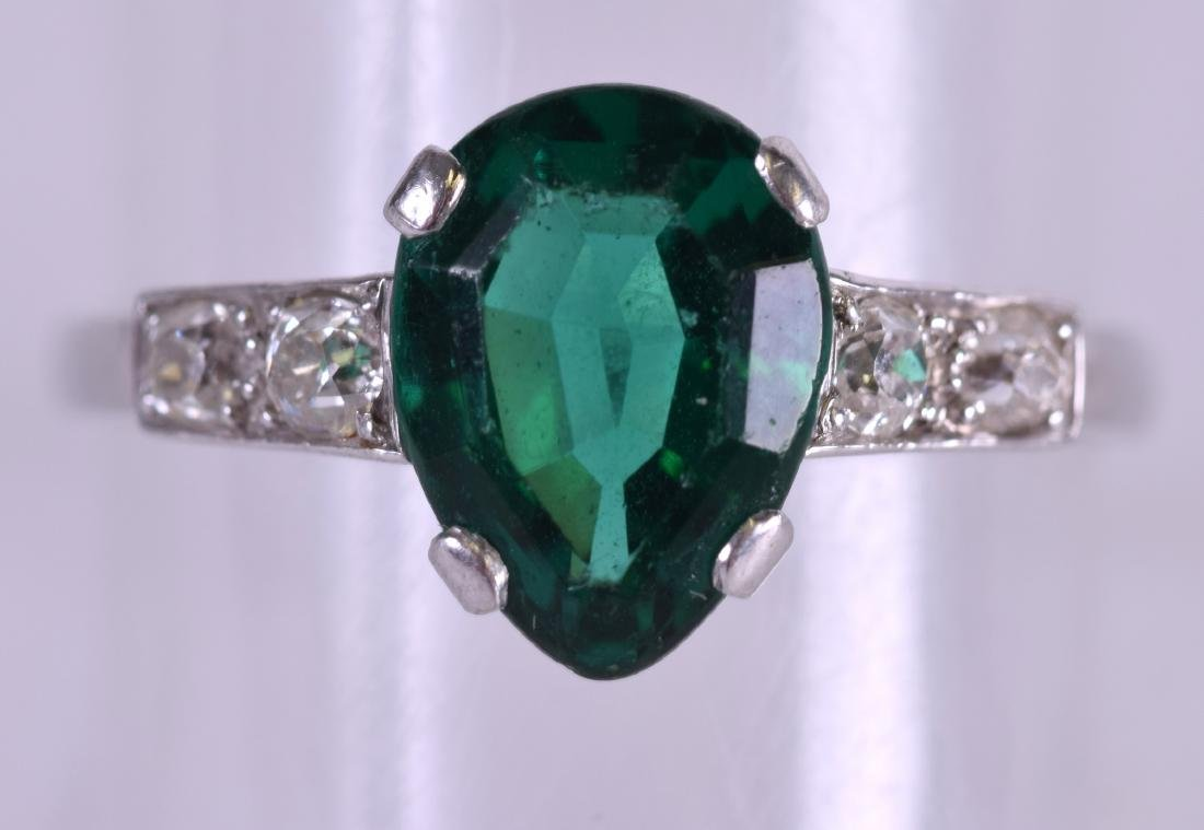 AN ART DECO PLATINUM DIAMOND AND EMERALD TYPE RING