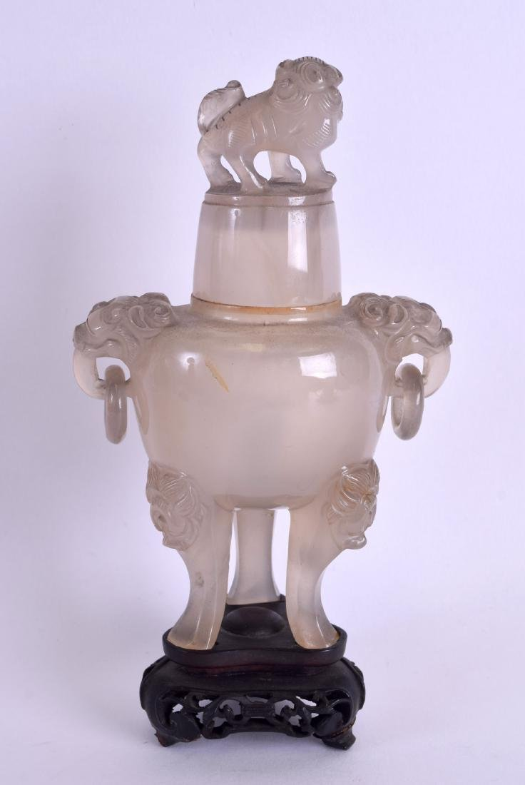A 19TH CENTURY CHINESE CARVED AGATE TWIN HANDLED VASE - 2