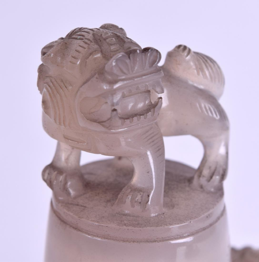 A 19TH CENTURY CHINESE CARVED AGATE TWIN HANDLED VASE - 3