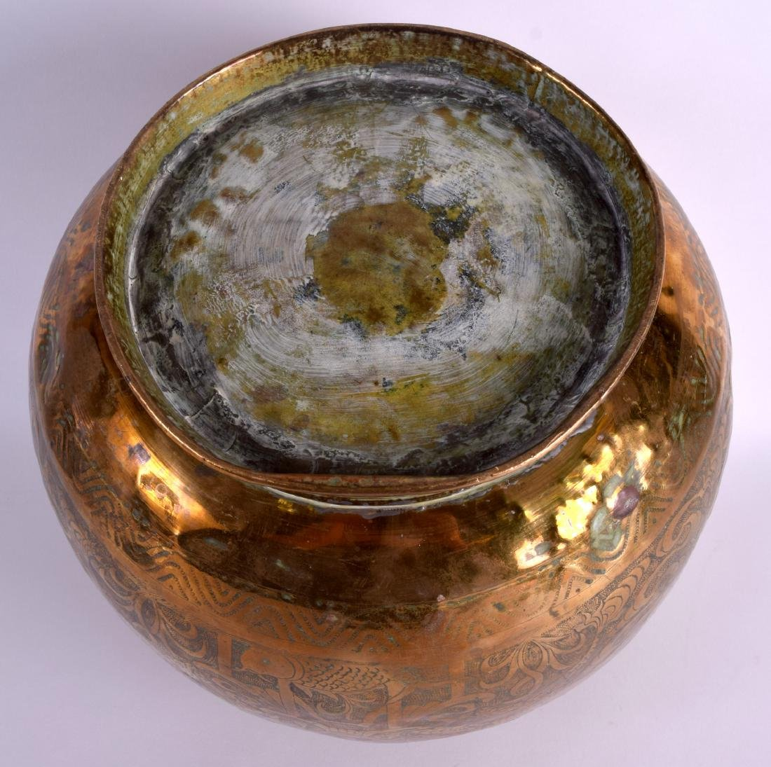 A LARGE 19TH CENTURY CHINESE BULBOUS ENGRAVED BRASS - 5