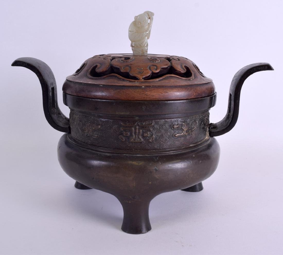 A 17TH/18TH CENTURY CHINESE TWIN HANDLED BRONZE CENSER