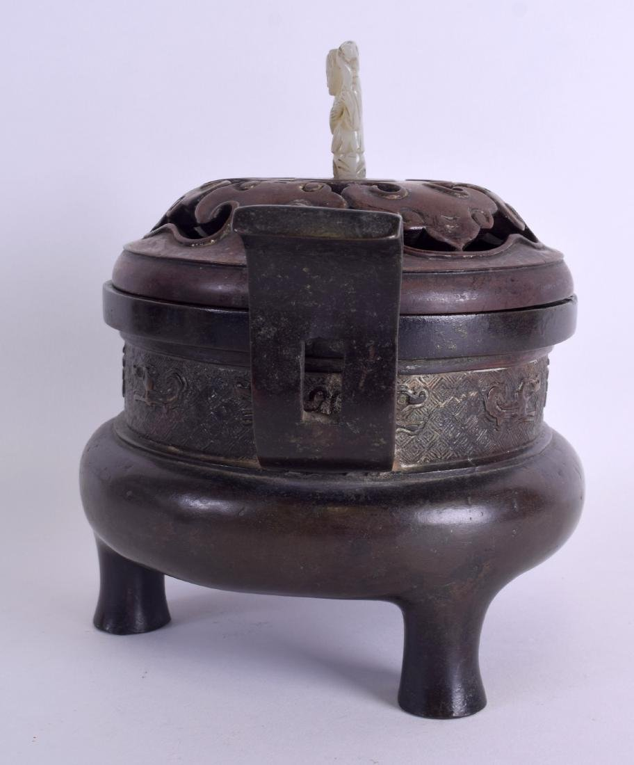 A 17TH/18TH CENTURY CHINESE TWIN HANDLED BRONZE CENSER - 2