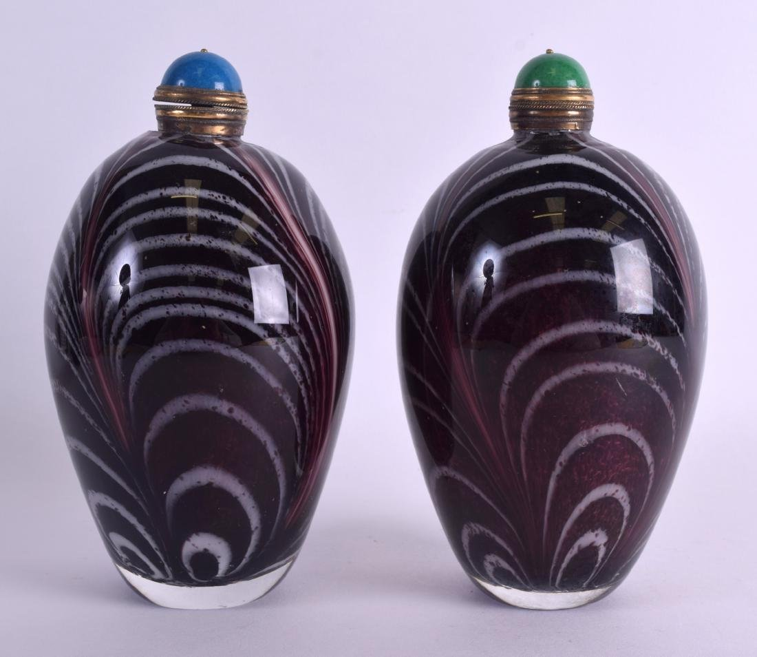 A LARGE PAIR OF CHINESE ART GLASS SCENT BOTTLE AND