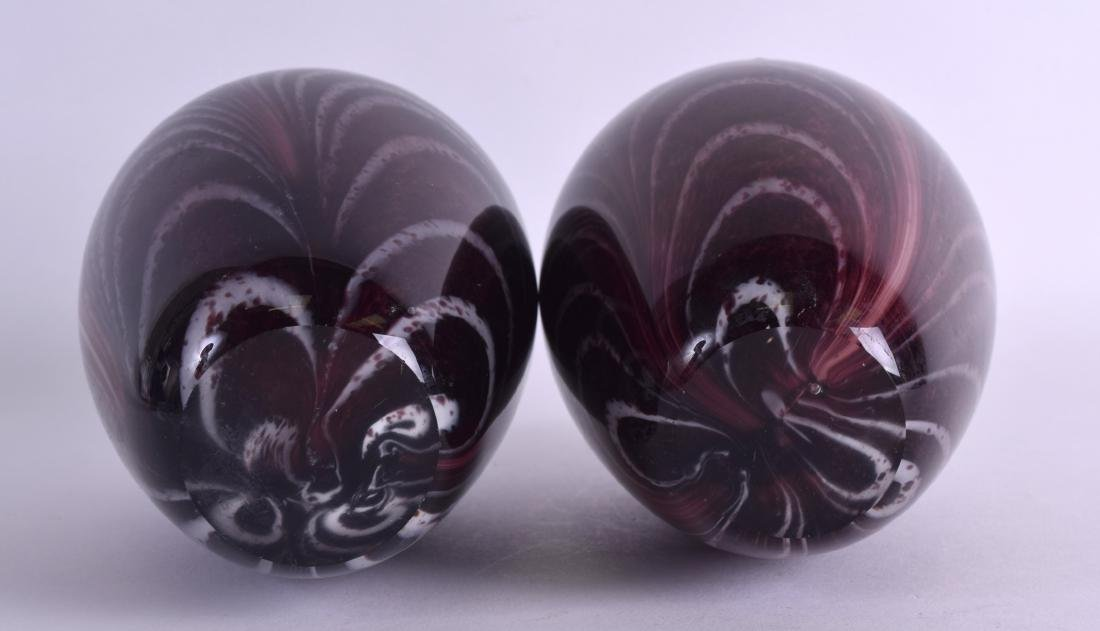 A LARGE PAIR OF CHINESE ART GLASS SCENT BOTTLE AND - 3
