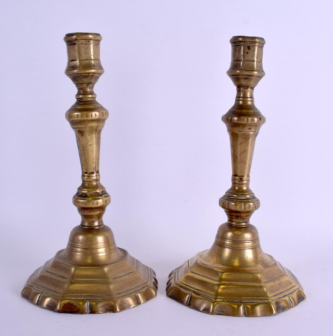 A PAIR OF 18TH/19TH CENTURY BRASS CANDLESTICKS with