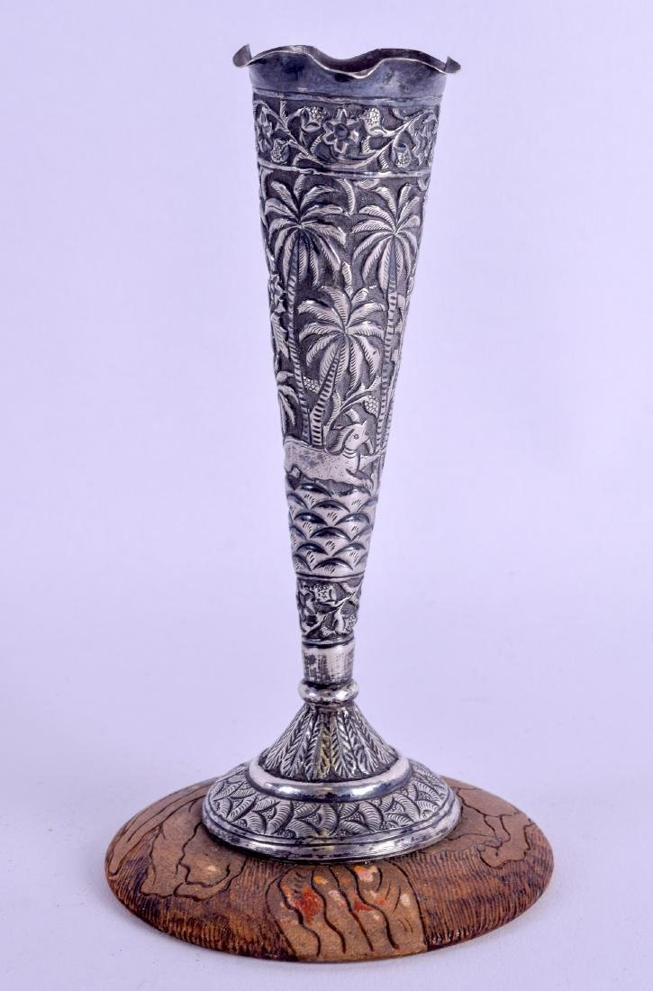 A LATE 19TH CENTURY INDIAN SILVER SPILL VASE decorated - 2
