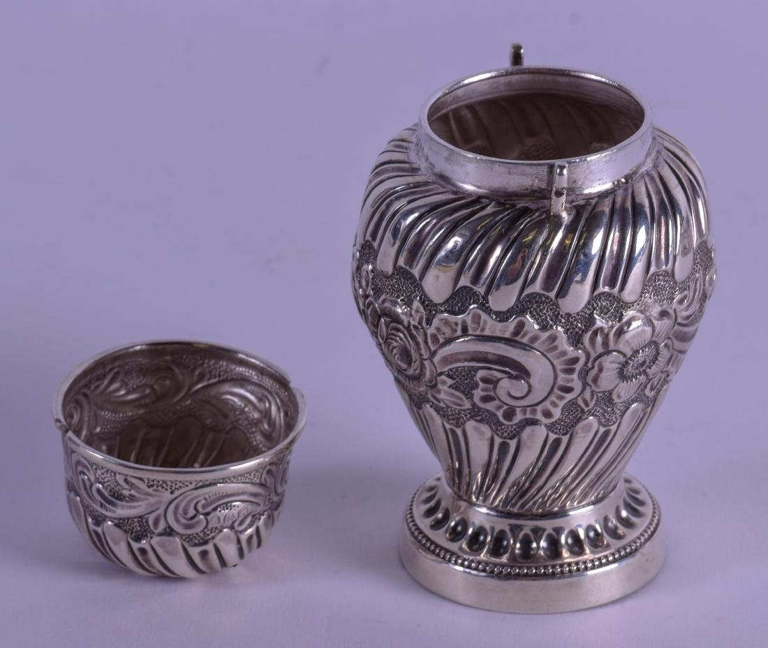 A LATE VICTORIAN EMBOSSED SILVER PEPPER POT. London - 3