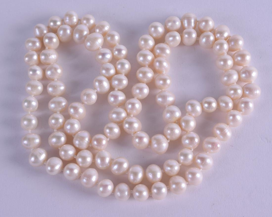 A GOOD FRESHWATER PEARL NECKLACE. 88 cm long.
