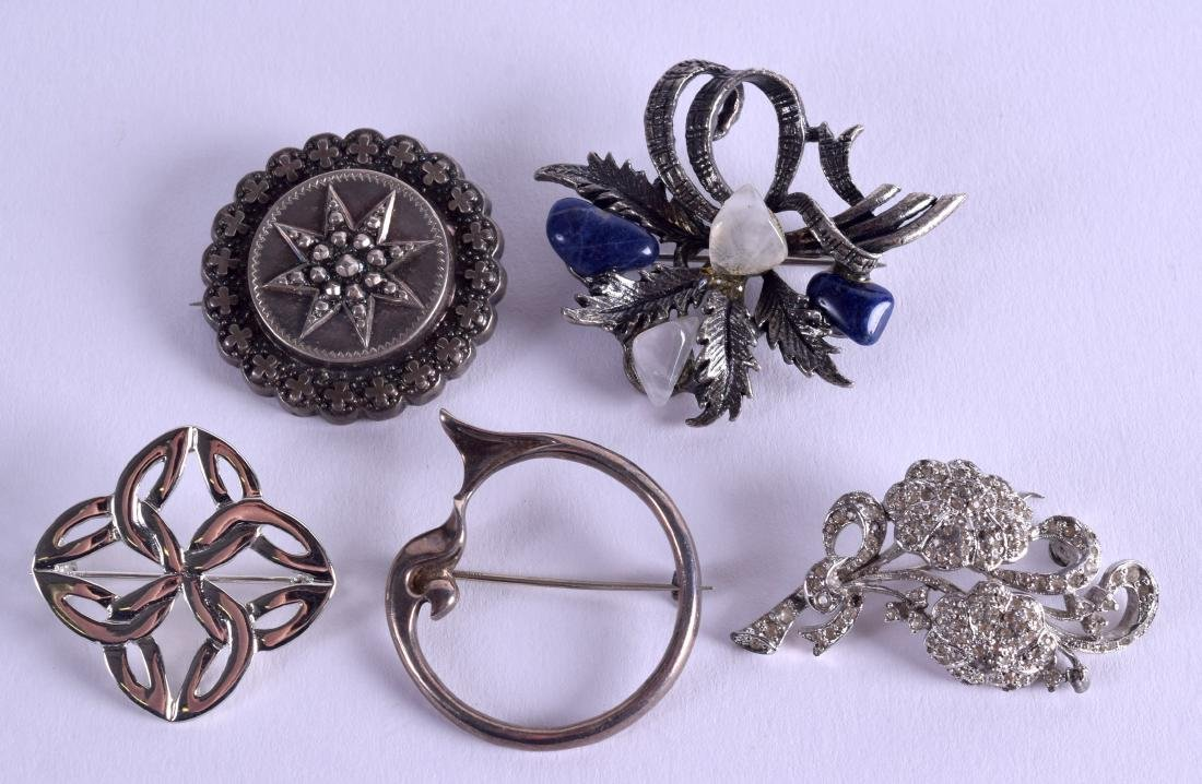 FIVE VARIOUS VINTAGE BROOCHES including a late