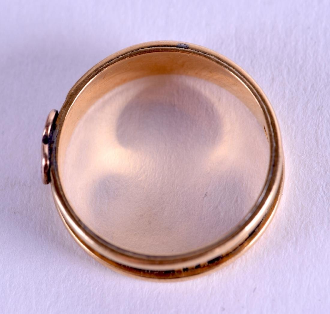 A MID VICTORIAN 18CT GOLD MOURNING RING. 3.6 grams. - 2