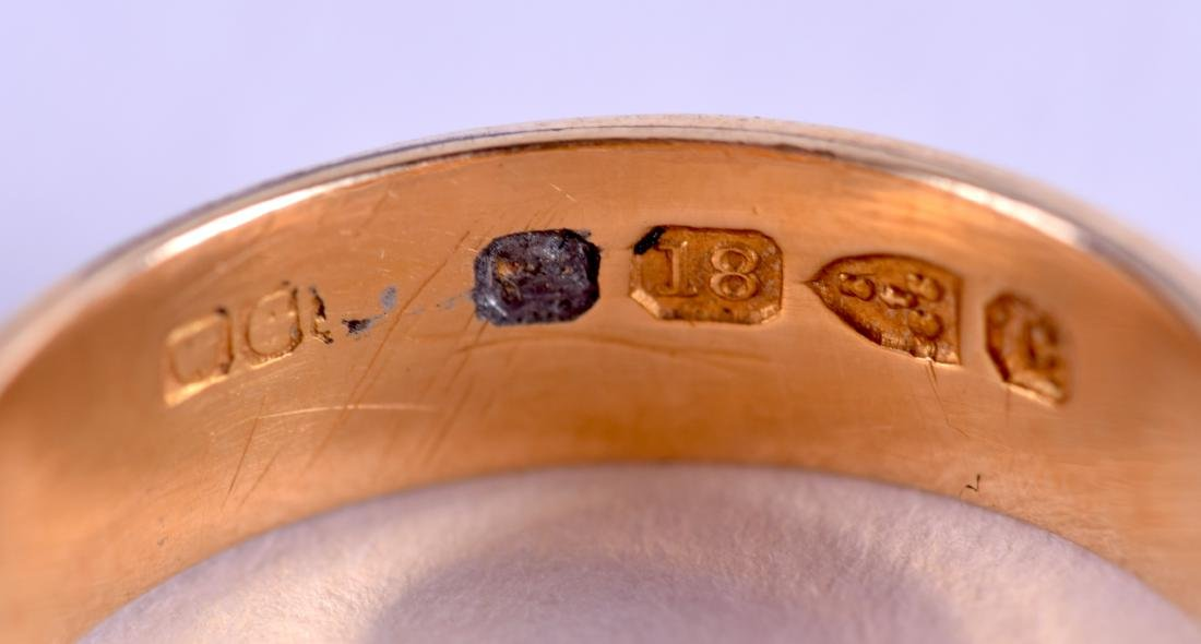 A MID VICTORIAN 18CT GOLD MOURNING RING. 3.6 grams. - 3
