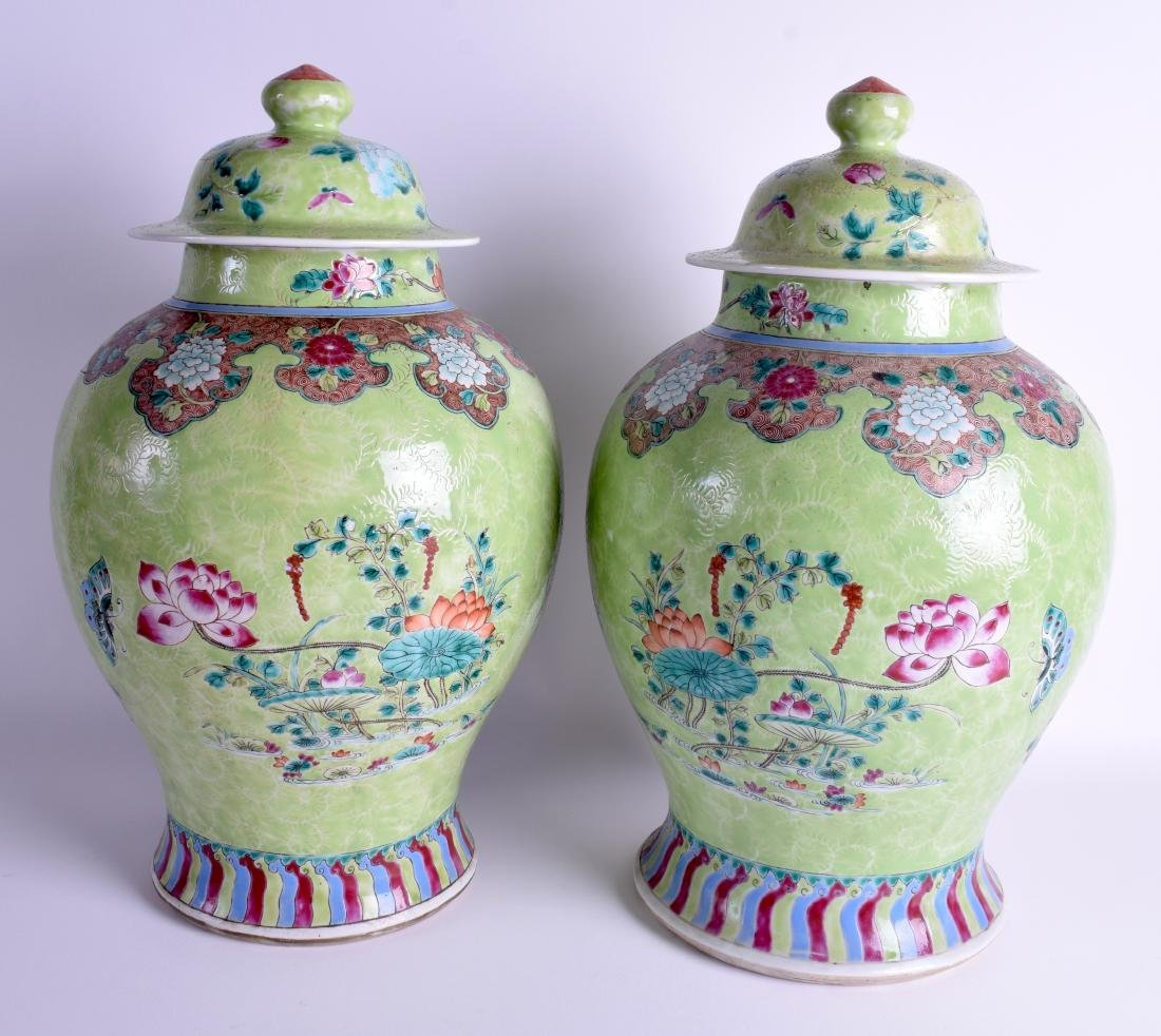 A GOOD PAIR OF 19TH CENTURY CHINESE FAMILLE ROSE VASES - 2