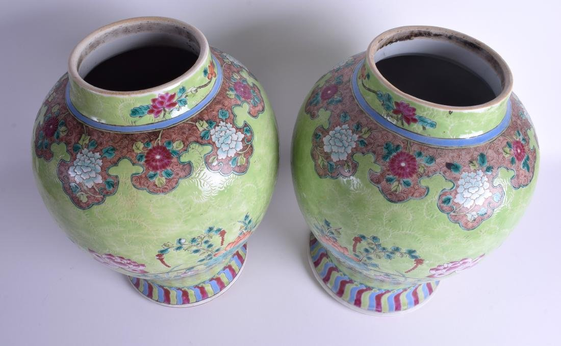 A GOOD PAIR OF 19TH CENTURY CHINESE FAMILLE ROSE VASES - 4